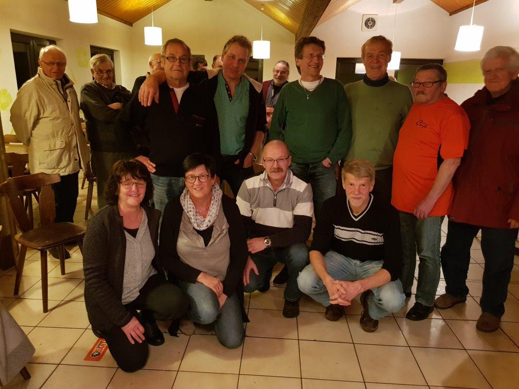 Die Finalisten: hinten Karl, Tom, Jürgen, Pirmin und Dieter; vorne Renate, Gabi, Gerhard und Klaus